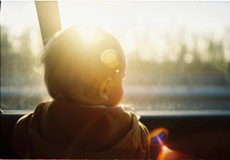 синдром на забравеното бебе в колата